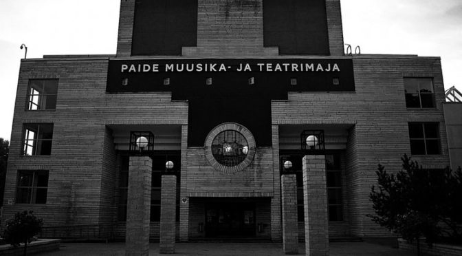 Inimese kaitseala Paide teatri suurel laval