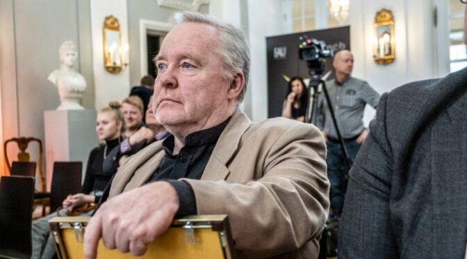 Mihkel Smeljanski, naljariided kuulsuse pärast seljas