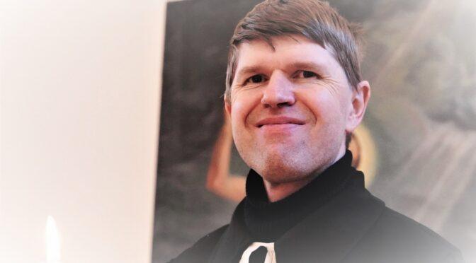 """Ervin Õunapuu küsib: """"Kas Te kujutate ette sellist Eestit, kus puudub igasugune religioon?"""" . Pastor Arvo Lasting vastab."""